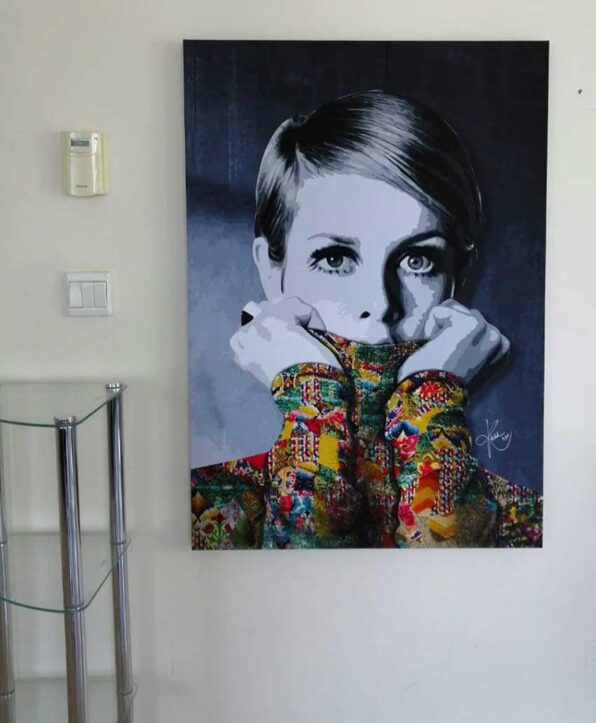 British model Twiggy who set the new desirable look in the sixties is portrayed in this contemporary art painting by Kristel Bechara